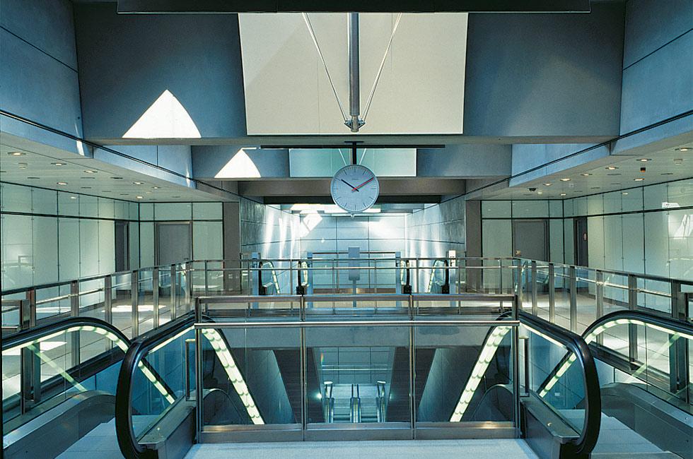 a_metro_station_photographer_orestadsselskabet